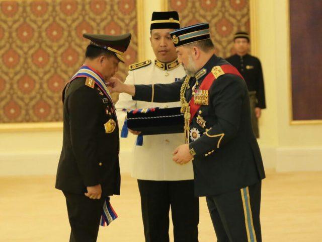 First Class Police Force Bravery Award untuk Kapolri