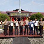 Upacara Bendera Kapolres Karimun Berikan Reward Kepada Personil Berprestasi