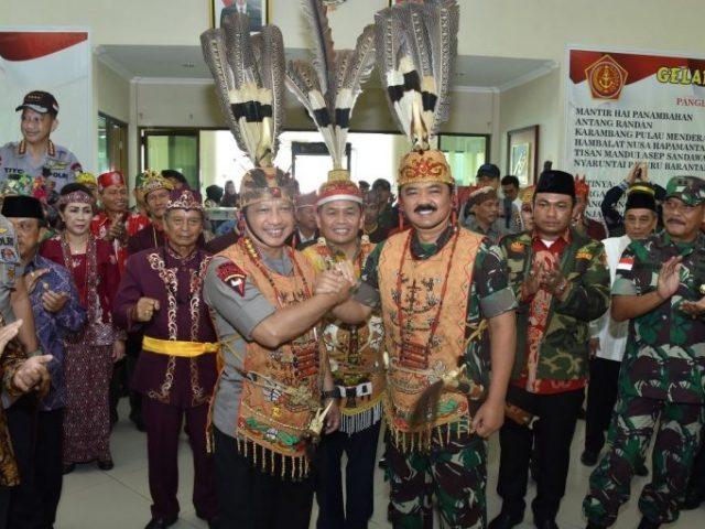 Kapolri dan Panglima TNI Terima Gelar Kehormatan
