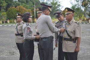 Kapolres Natuna Pimpin Pelaksanaan Sertijab Kabagren dan Kasat Binmas Polres Natuna. https://ift.tt/2JDwDi5