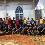 Polres Tanjungpinang Bersama PCNU dan GP Ansor Gotong Royong Bersihkan Surau Arafah