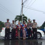 Polwan Sat Lantas Polres Tanjungpinang Kenakan Kebaya Laksanakan Pelayanan di Hari Kartini