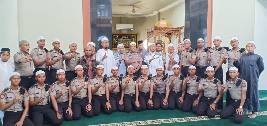 Ditbinmas Polda Kepri Adakan Jumat Keliling di Masjid Pesona Asri Batam Centre https://ift.tt/2vO3ChP