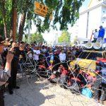 Kapolda Kepri Temui Massa Buruh Kota Batam dan Menghimbau Tertib Sampaikan Orasi