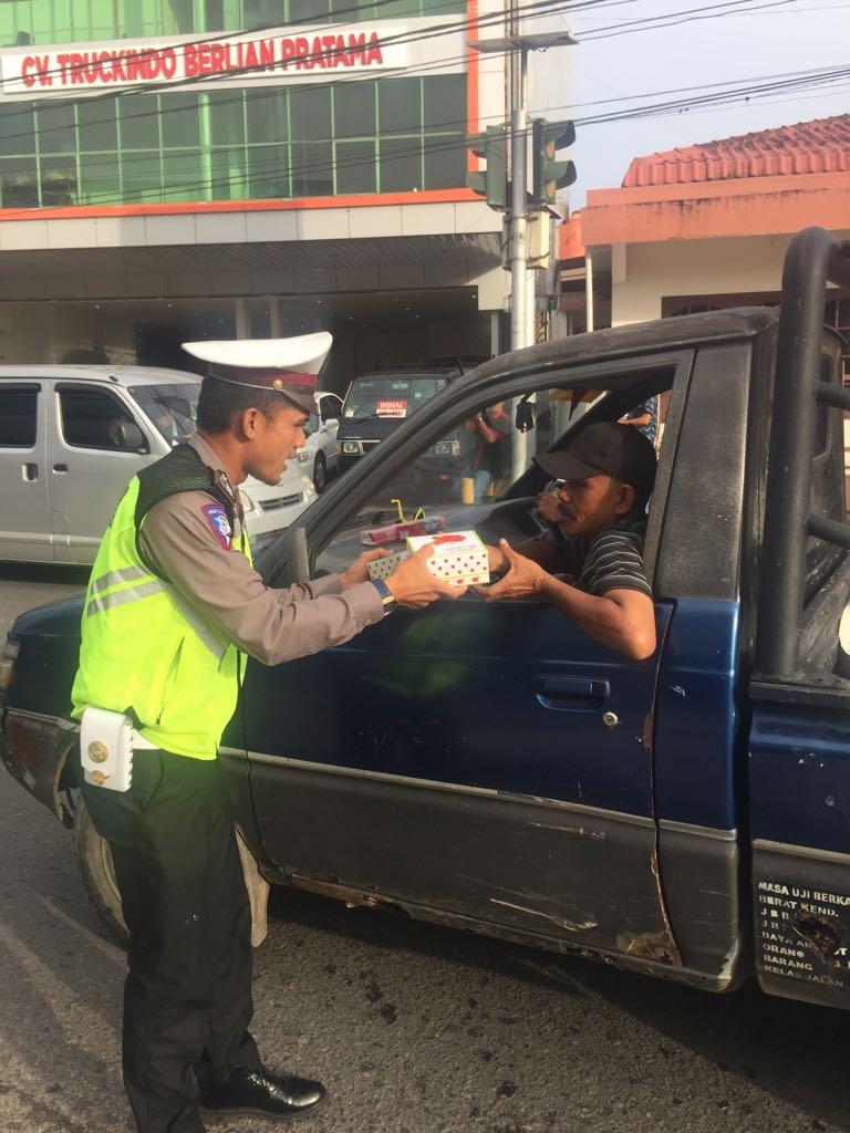 Jelang Berbuka Puasa, Satuan Lalu Lintas Polres Tanjungpinang Turun Ke Jalan Dan Berhentikan Pengendara, Ada Apa? https://ift.tt/2Jhnxey