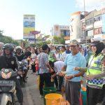 Bagikan Takjil, Ini Wujud Toleransi Umat Beragama Kota Batam