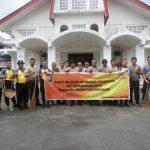Bhakti Religi, Personil Polres Tanjungpinang Gotong Royong Bersihkan 3 Tempat Ibadah
