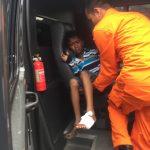 Terinjak Beling di Pantai, Bocah 9 Tahun Ini Cepat diberikan Pertolongan Pertama Oleh Polisi