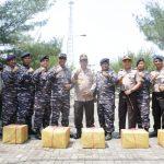 Jaga Keutuhan Wilayah Perbatasan, Wakapolda Kepri Sambut HUT RI ke-73 di Pulau Nipah