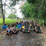 Sinergitas TNI – POLRI, Satpol PP dan Masyarakat Gotong Royong Bersihkan Jalan