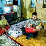 Kapolsek Tanjungpinang Barat Bantu Aldi, Anak Penderita Lumpuh