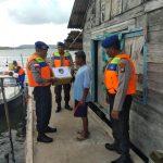 Nelayan Tak Melaut Karena Cuaca Extreme, Sat Polairud Polres Bintan Bagikan Sembako
