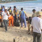 Peringati Hari Dharma Samudra, Tni – Polri Dan Pemda Natuna Bersih Pantai Tanjung