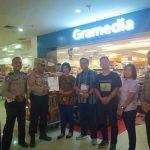 Pustaka Apung Polsek Belakang Padang menerima Bantuan Buku dari Toko Buku Gramedia Bcs Mall Batam