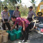 Krisis Air Bersih, Polsek Bunguran Timur Beri Air Bersih di Desa Harapan Jaya