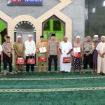 Berkah Ramadhan, Kapolres Lingga Bagikan Bingkisan Kapolda Kepri ke Masjid
