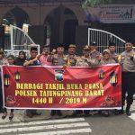 Polsek Tanjungpinang Barat Berbagi Asih Bagikan Helm SNI dan Ta'jil Gratis untuk Masyarakat