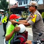 Peduli Kesehatan Masyarakat, Polres Natuna Bersama Elemen Masyarakat Bagikan Masker