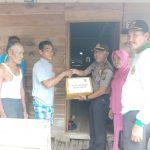 Giat Bhakti Sosial Polsek Daik Lingga Kepada Warga Korban Kebakaran Desa Kelumu