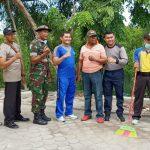 Kompak Gotong Royong , TNI- POLRI Bersama Warga Membersihkan Jalan Di Kel.Sekanak Raya Kec.Belakang Padang