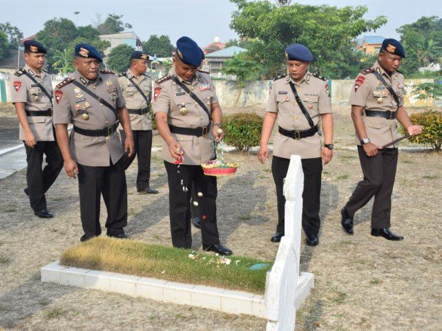 Jelang HUT Brimob ke 74, Brimob Kepri Ziarah ke Makam Pahlawan Pusara Bhakti Bulan Gebang