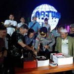 Kapolres Natuna Berikan Surprise Kue Ulang Tahun Di HPN Kepada Insan Pers Natuna