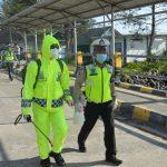 Pemeriksaan Suhu Tubuh Penumpang Km. Sabuk Nusantara 36 Yang Tiba Di Pelabuhan Penagi Kec. Bunguran Timur Dalam Rangka Mengantisipasi Penyebaran Virus Covid-19 Di Kab.Natuna