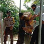 Bhabinkamtibmas Lakukan Sosialisasi Serta Pengamanan Distribusi Sembako