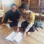 Bhabinkamtibmas Desa Bakong Tingkatkan DDS (Door to Door System) Sambil Sampaikan Pencegahan Covid 19