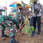 Kapolres Bintan Menghadiri Penanaman Pohon Pembinaan Lingkungan Hidup Tahun 2020