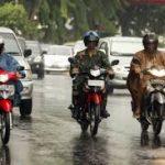 Tips Berkendara agar Tetap Aman Saat Hujan