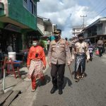 Kapolres Lingga Pantau Penerapan Prokes dan Bagikan Masker Kepada Masyarakat di Pasar Dabo Singkep