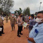 Peduli Terhadap Masyarakat Yang Terdampak PPKM Mikro, Bupati Natuna Bersama Kapolres Natuna dan FKPD Natjna Bagikan Bantuan Sosial