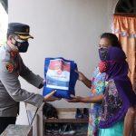 Kapolres Lingga Berikan Bansos kepada masyarakat yang kurang mampu