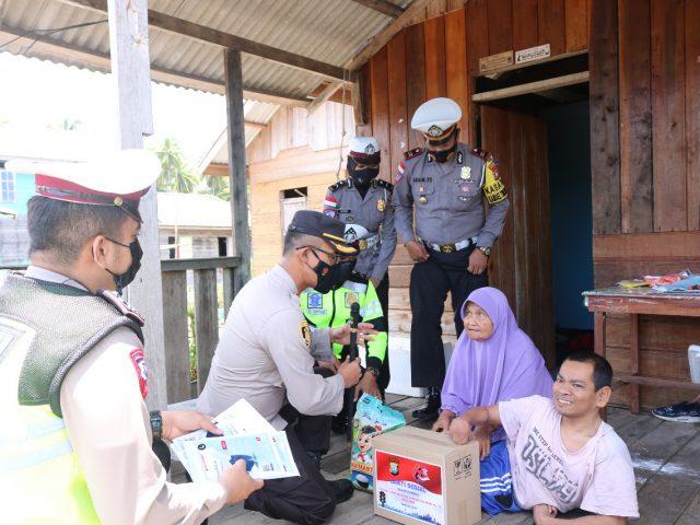 Kapolres Natuna Bersama Kasat Lantas Polres Natuna Sambangi Masyarakat Penyandang Disabilitas
