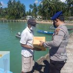 Satpol Airud Polres Natuna Salurkan Bantuan Sosial Kepada Nelayan Pesisir